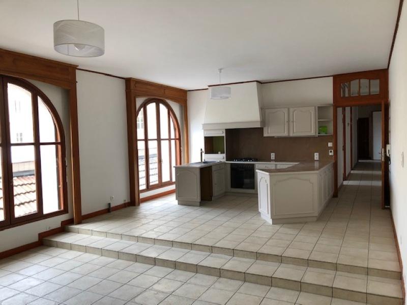 APPARTEMENT T4 A LOUER - ST ETIENNE PREFECTURE-JACQUARD - 115 m2 - 800 € charges comprises par mois