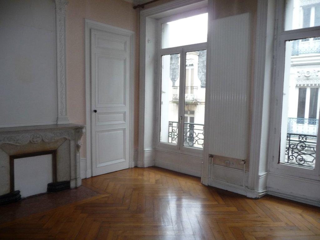 APPARTEMENT T3 A LOUER - ST ETIENNE HYPER CENTRE - 116 m2 - 640 € charges comprises par mois