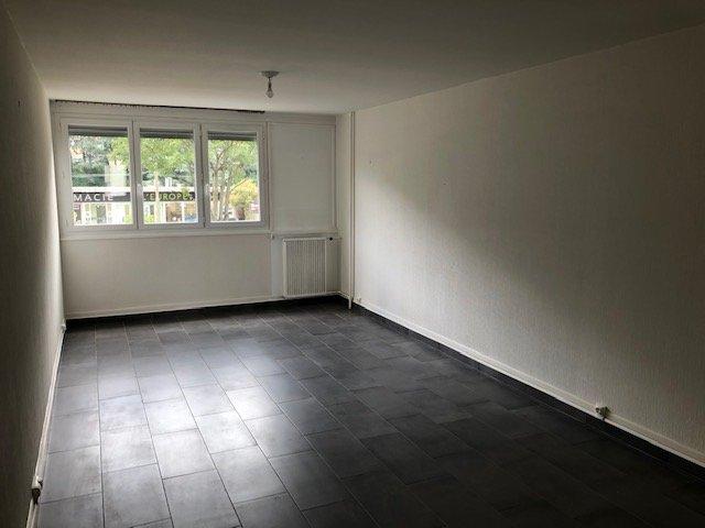 APPARTEMENT T4 A LOUER - ST ETIENNE SUD - 68 m2 - 550 € charges comprises par mois