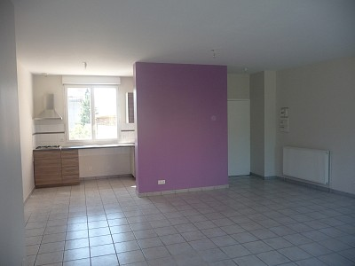APPARTEMENT T4 A LOUER - UNIEUX - 106 m2 - 669 € charges comprises par mois