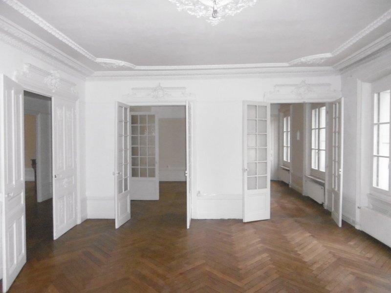 APPARTEMENT T4 A LOUER - ST ETIENNE PREFECTURE-JACQUARD - 155 m2 - 868 € charges comprises par mois