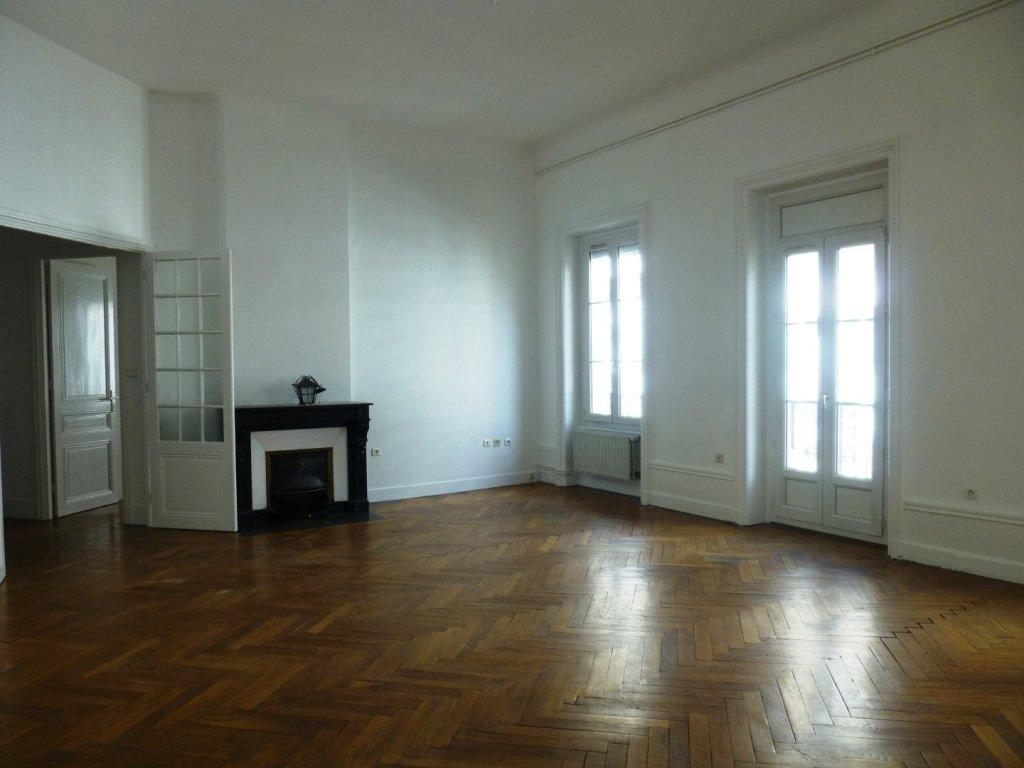 APPARTEMENT T5 A LOUER - ST ETIENNE PREFECTURE-JACQUARD - 158 m2 - 940 € charges comprises par mois