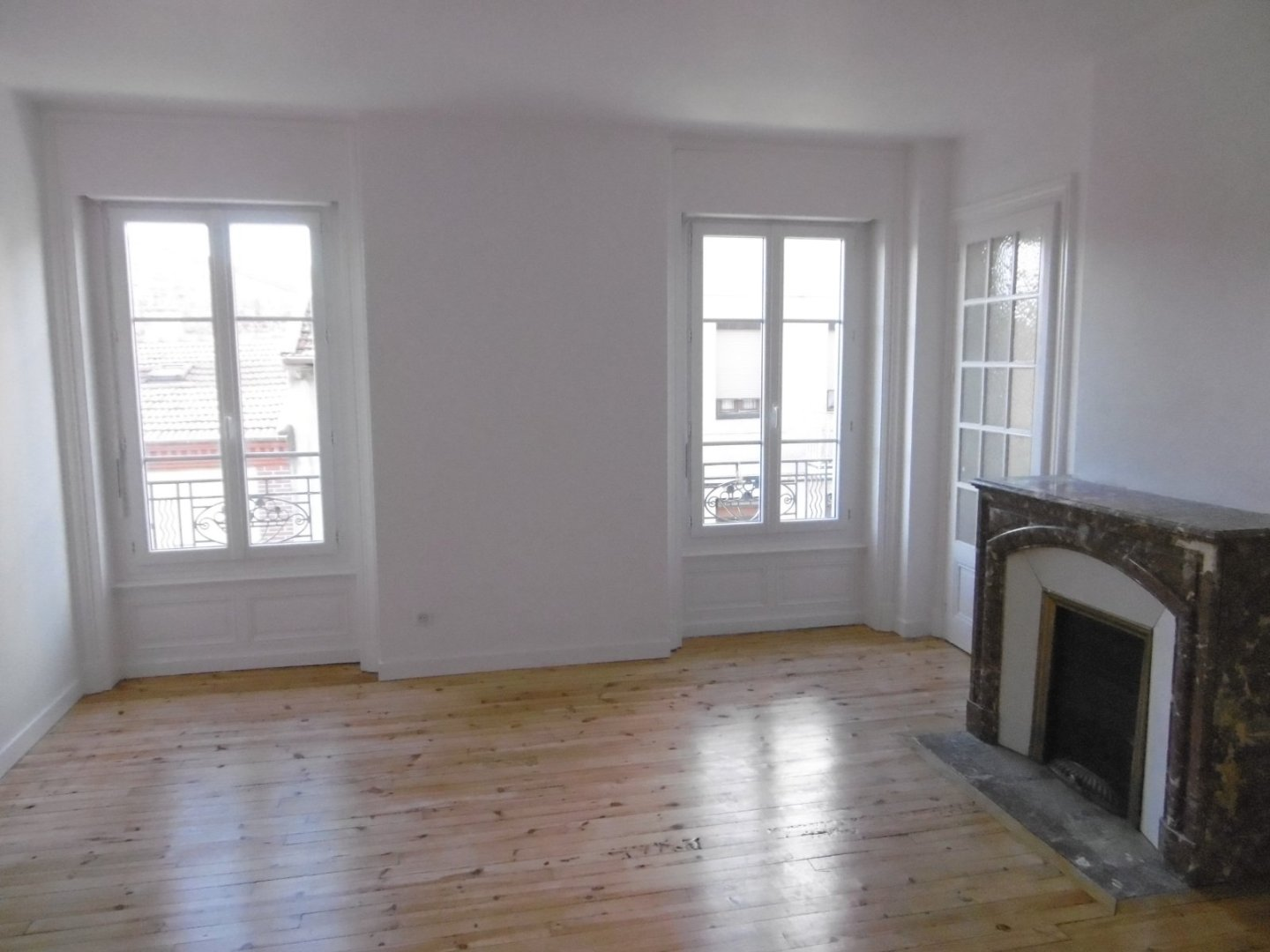 APPARTEMENT T5 A VENDRE - FIRMINY - 120 m2 - 120 000 €