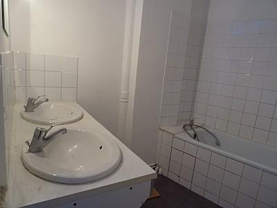 APPARTEMENT T6 A LOUER - ST ETIENNE HYPER CENTRE - 150 m2 - 1005 € charges comprises par mois