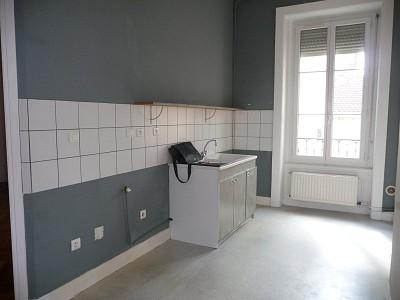 APPARTEMENT T6 A LOUER - ST ETIENNE PREFECTURE-JACQUARD - 150 m2 - 900 € charges comprises par mois
