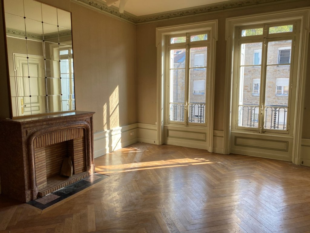 APPARTEMENT T6 A VENDRE - ST ETIENNE CENTRE - 155 m2 - 165000 €