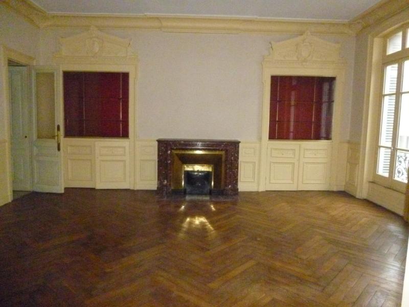 APPARTEMENT T7 A LOUER - ST ETIENNE HYPER CENTRE - 280 m2 - 1180 € charges comprises par mois